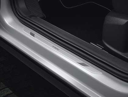 Listón de acceso delantero, aluminio, con inscripción