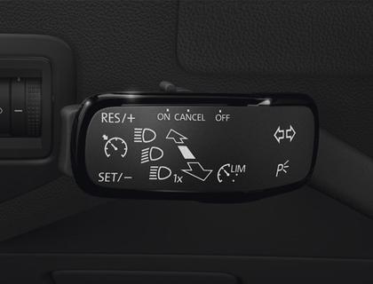 Instalación reguladora de velocidad Vehículo con pantalla multifunción y volante multifunción