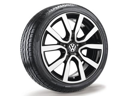 Rueda completa para verano 225/40 ZR18 92Y XL, Pirelli PZero Nero GT, Serron, negro